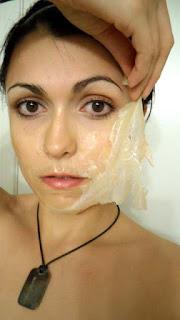 Снятие маски-пленки с лица