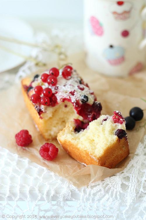 ciasto na kwaśnej śmietanie z letnimi owocami