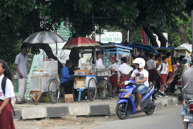 Anies: Trotoar Bukan tempat berjualan PKL, tapi untuk Pejalan Kaki