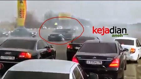 Mafia Rusia Tembaki Jalanan Sambil Drift Mobil