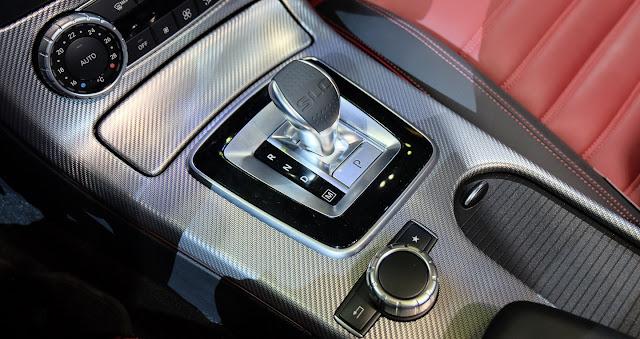 Ốp tựa tay Mercedes AMG SLC 43 thiết kế đậm chất thể thao và hầm hố
