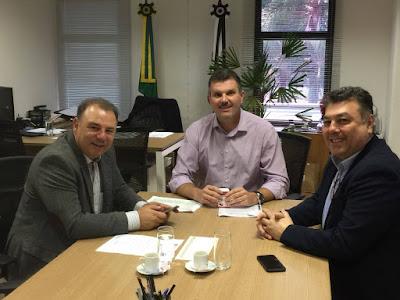 Prefeito de Registro-SP solicita apoio do secretário Junior Aprillanti  durante o encontro