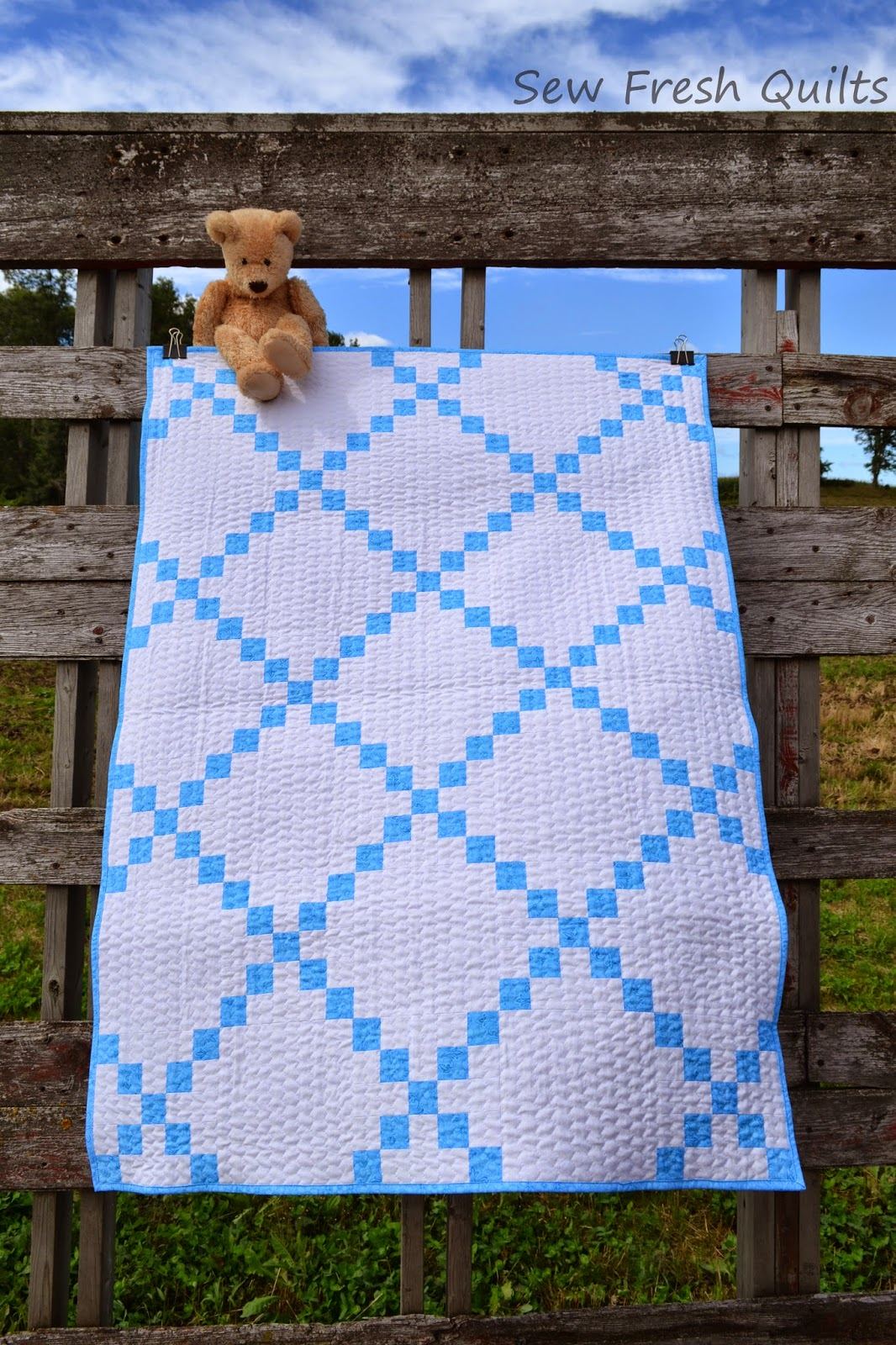 http://sewfreshquilts.blogspot.ca/2014/09/country-lanes-irish-chain.html