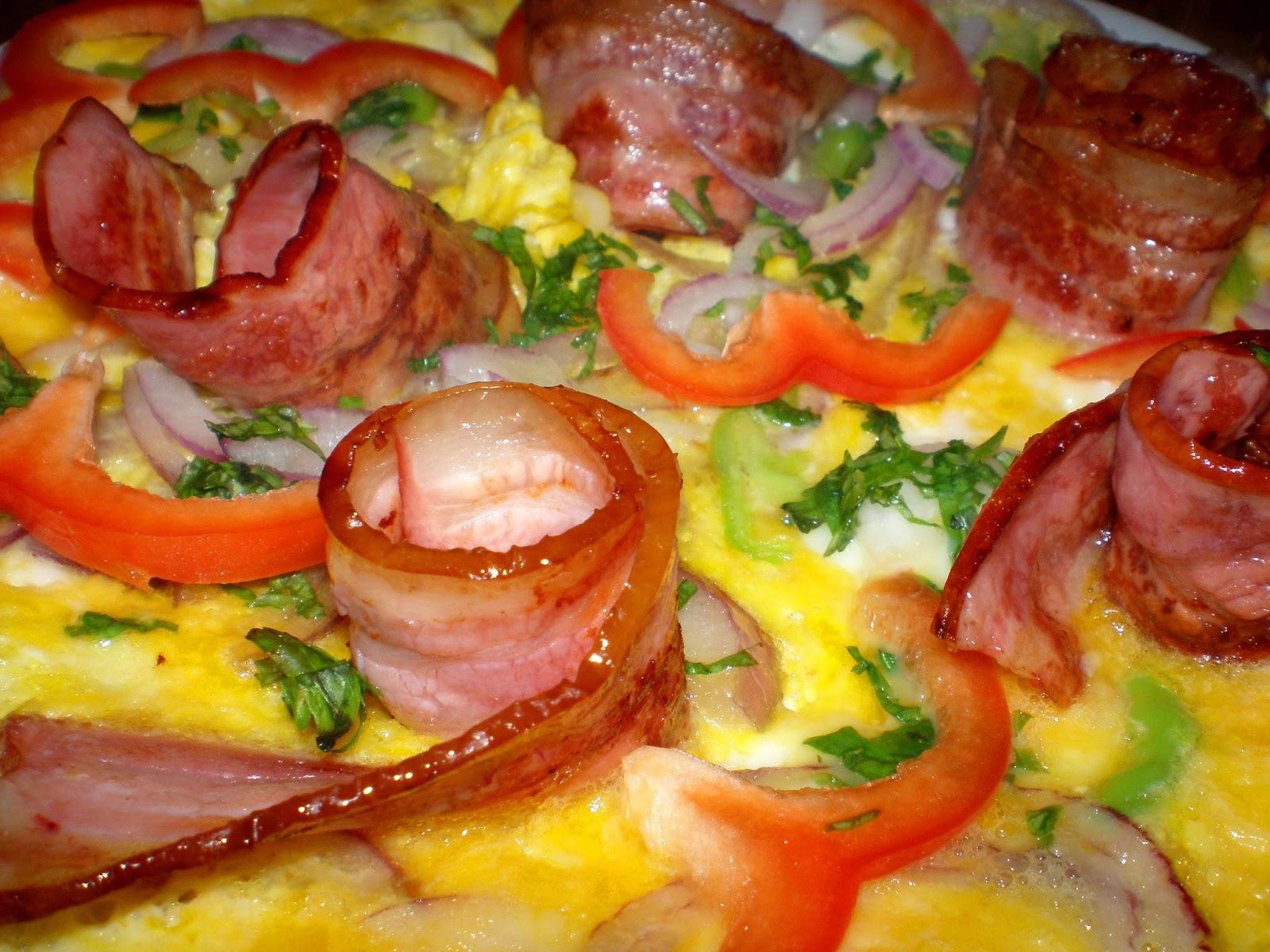 Omletă cu bacon și ceapă