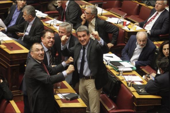 Διακομματικοί πανηγυρισμοί δήθεν για τον Ολυμπιακό... Στην πραγματικότητα για την ψήφιση των νέων μέτρων