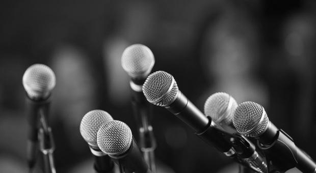 persiapan konferensi pers teknik cara menyelenggarakan media massa wartawan jurnalis reporter surat kabar koran majalah tabloid situs online press release public relations humas pr hubungan masyarakat