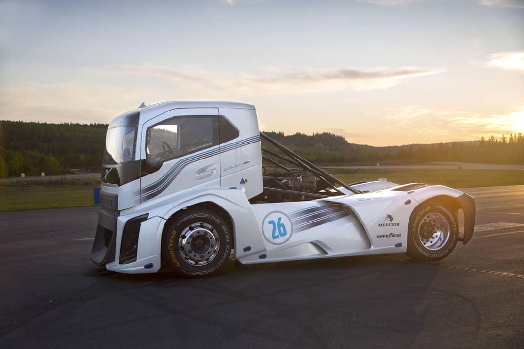 Gambar Modifikasi Truk Volvo The Iron Knight Truck Tercepat Di Dunia Bertenaga 2400hp Dari Volvo