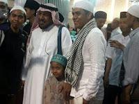 Bukanya berfoto Dengan Raja Salman, Warga Justru Rebutan Berfoto Dengan Orang Biasa ini