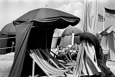 http://kvetchlandia.tumblr.com/post/155937145938/bruno-barbey-deauville-france-1966