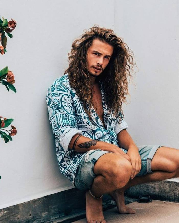 Cortes de cabelo masculino 2019: cabelo longo com textura e volume