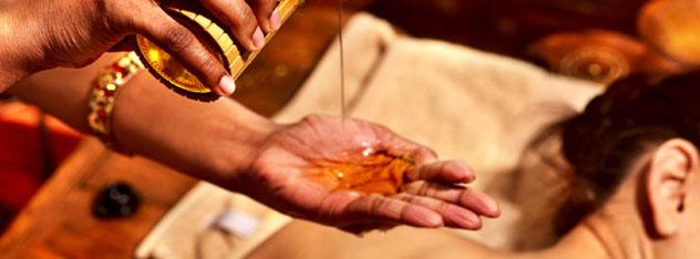 Abhyanga es la práctica del Automasaje que nos enseña Ayurveda. Se realiza con aceites medicinales y busca el mantenimiento y restablecimiento de la Salud. Dependiendo de nuestra constitución (Vata, Pitta, Kapha) podemos aprender sobre los diferentes tipos de aceites y técnicas que más nos benefician.