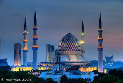 http://3.bp.blogspot.com/-mern5oGqYgA/Tisqhq0ZV_I/AAAAAAAACE8/0scFcLri_y8/s1600/Masjid+Sultan+Salahuddin+Abdul+Aziz+Shah+at+dusk%252C+Shah+Alam%252C+Selangor%252C+Malaysia.jpg