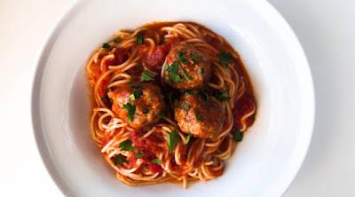 صحن طبق طعام مأكولات أكل اطعمة مكرونة معكرونة كرات اللحم food plate spice macaroni meatballs