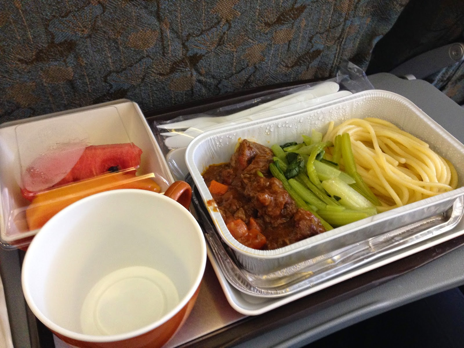 vietnam-air-economy-flight-meal-noodle