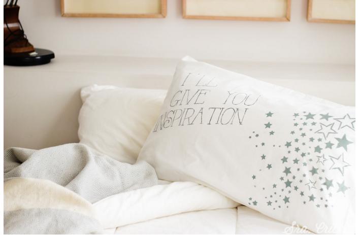 Personaliza tus fundas de almohada con Chalk Paint