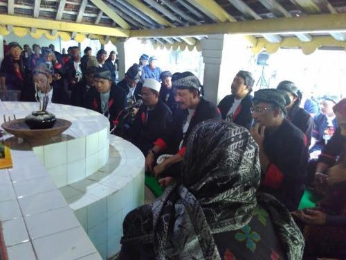 Kemeriahan HUT Ponorogo ke 520 diawali dengan Bupati Ipong Muchlissoni nyekar di makam Batoro Katong