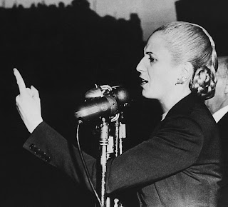 Eva Perón en un discurso electoral