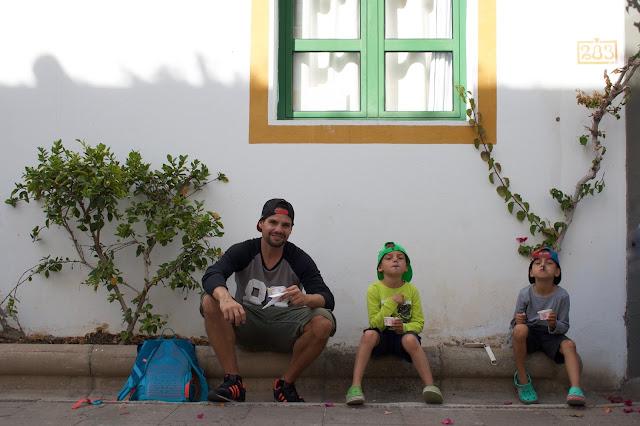 Gran Canaria s dětmi – Puerto Mogán a uličky s bílými domy a květinami