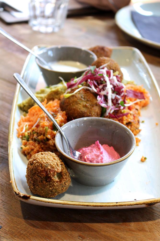 Healthy lunch at Ki-Nova, Berlin - travel & lifestyle blog