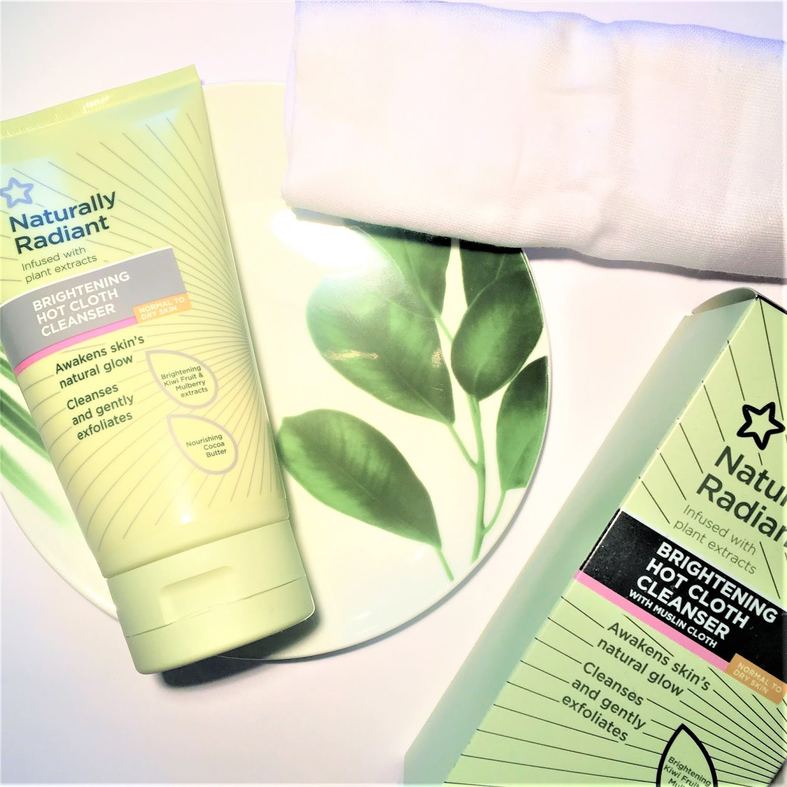 Superdrug Naturally Radiant Brightening Hot Cloth Cleanser