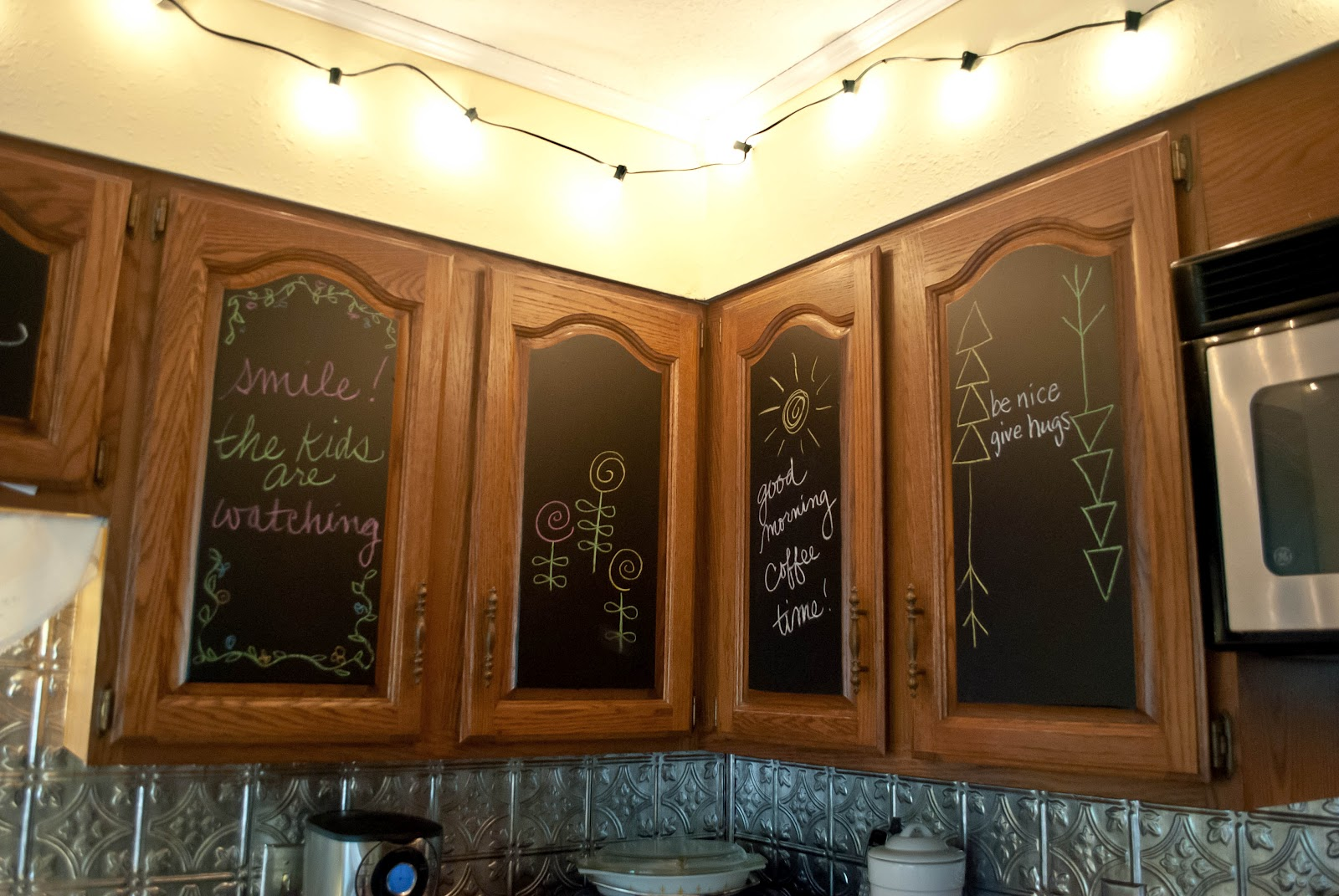 Brighten Up Kitchen Colors With Dark Cabinets