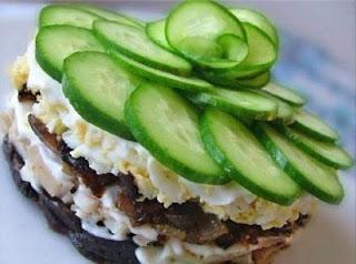 dieticheskij-salat-iz-kuricy-s-chernoslivom