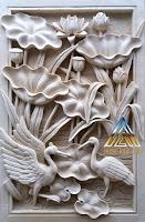 relief batu alam paras putih gambar bunga lotus dan sepasang burung bangau