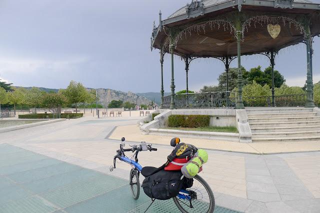 De Paris à Narbonne en vélo, Kiosque de Valence