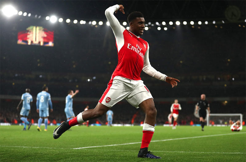 People were standing on floodlights to watch Nigeria play, it was crazy - Alex Iwobi