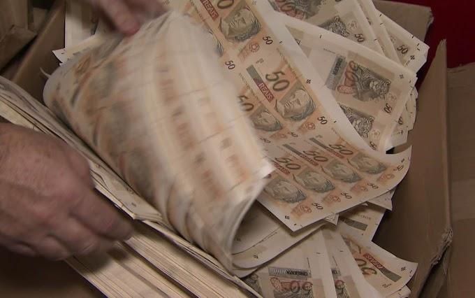 """CASA CAIU - Polícia descobre """"fábrica"""" de dinheiro em casa e prende 2"""