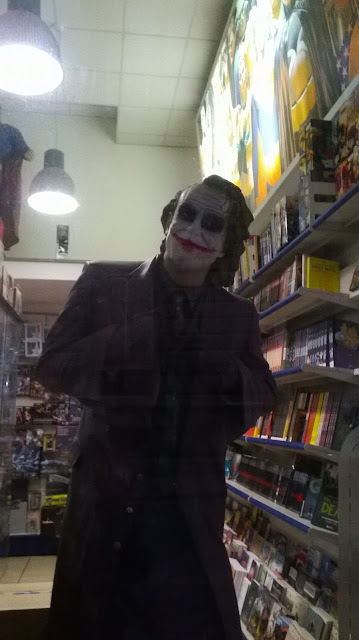 creativity, shop-windows, comic shop, Alastir Napoli, Joker statue, Heath Ledger statue, Joker,  Naples, via Mezzocannone, Batman The Dark Knight