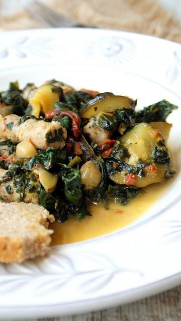 dymione masło,kiełbaski białe w winie,dania na winie,szpinak z kiełbasą białą,z kuchni do kuchni,najlepszy blog kulinarny,dania świąteczne,karmelizowane cebulki,szybki obiad,henryk kania,biedronka,