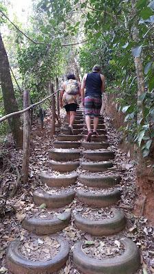 escada de pneus, acesso  Cachoeira dos Felix