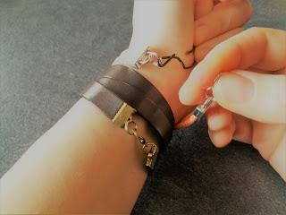 astuce pour attacher son bracelet