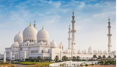 Keutamaan Orang yang Melangkahkan Kaki ke Masjid