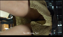 Clip: Quay lén dưới váy em gái lộ hàng^^