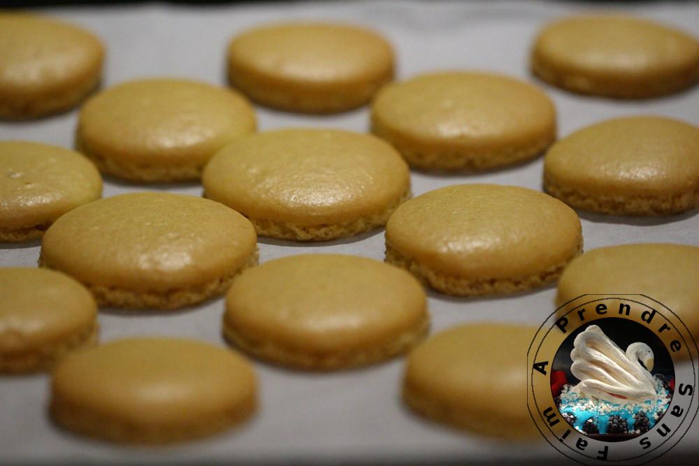 Macarons bananes flambées et chocolat (pas à pas en photos)