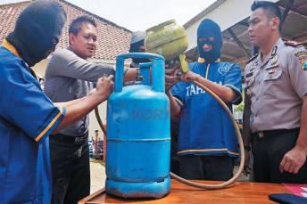 Polisi Bekuk Komplotan Pengoplos Gas Elpiji di Bekasi