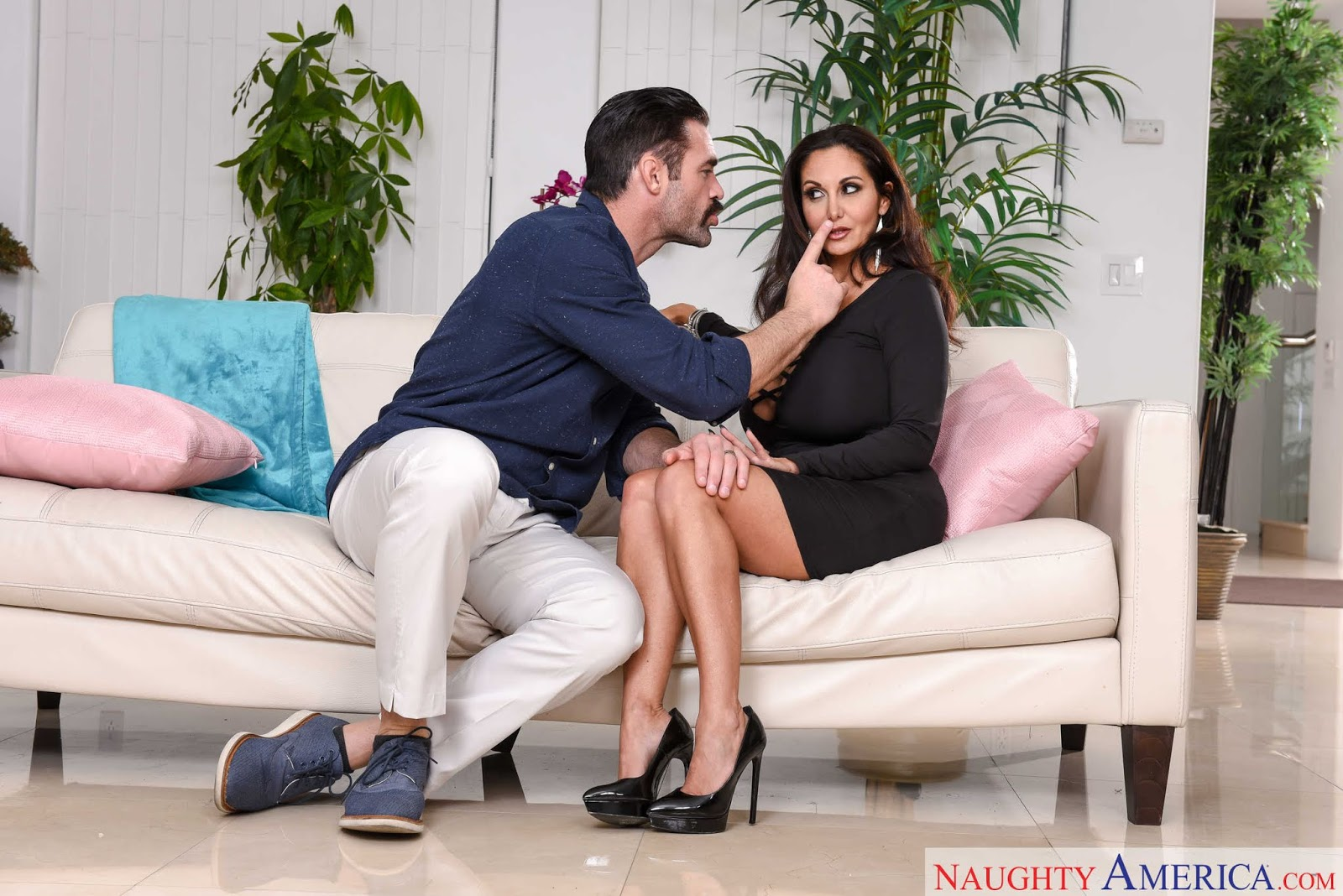 Ava Addams : Fucking in the couch ## NAUGHTY AMERICA 06rklaw6zp.jpg