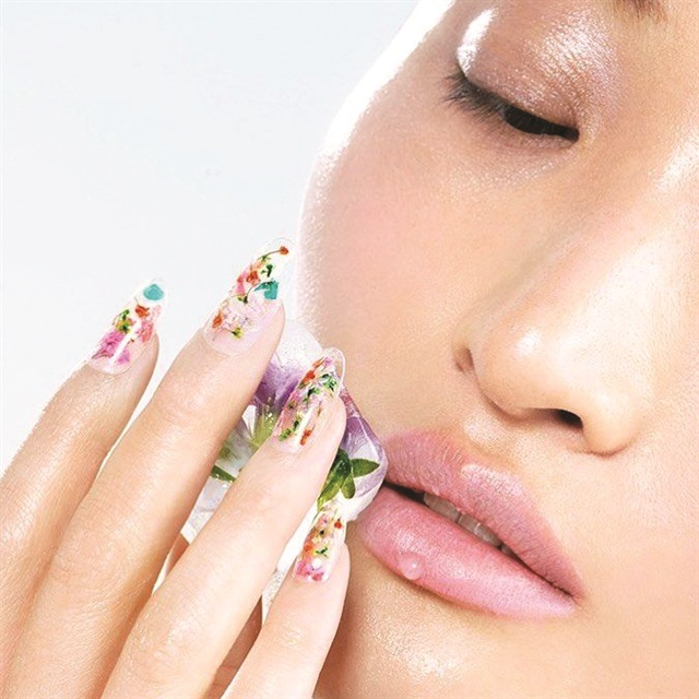 This manicure will make you wait until the arrival of spring