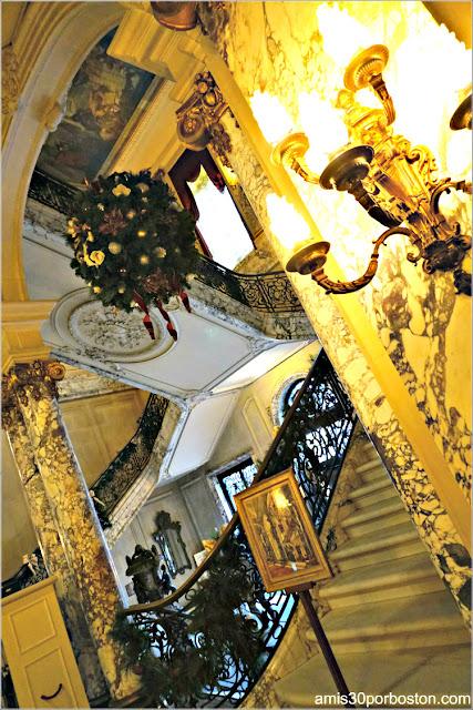 Escaleras de la Mansión The Elms en Newport