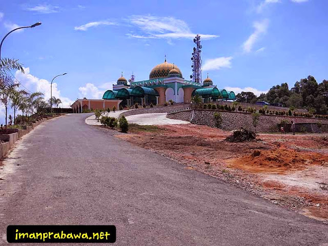 Jalanan Menuju Mesjid Raya Tanjung Uban