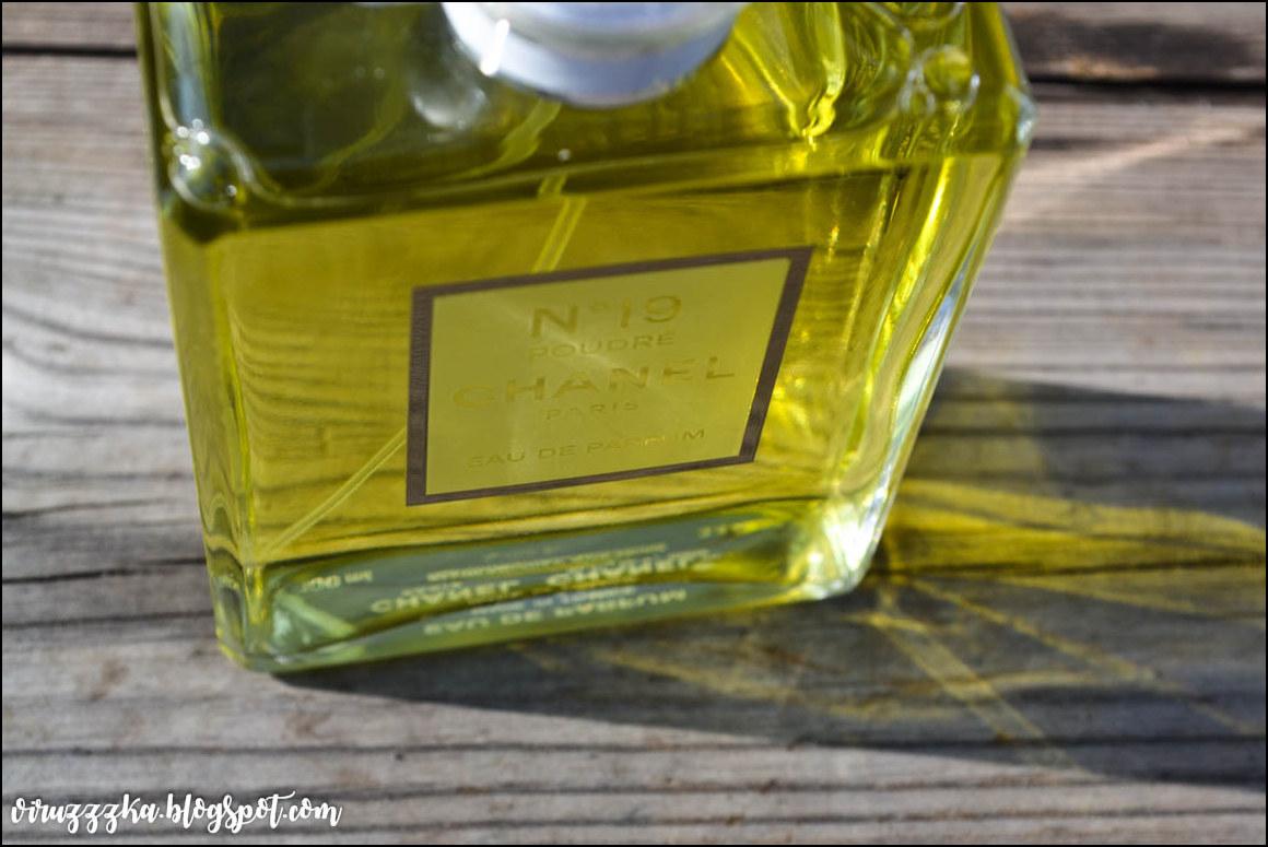 CHANEL n°19 Poudré Eau de Parfum Spray Review