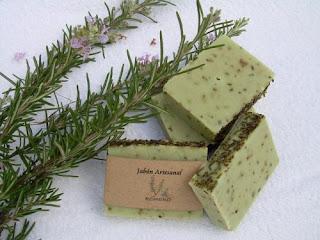 Découvrez comment faire du savon au romarin pour les peaux grasses