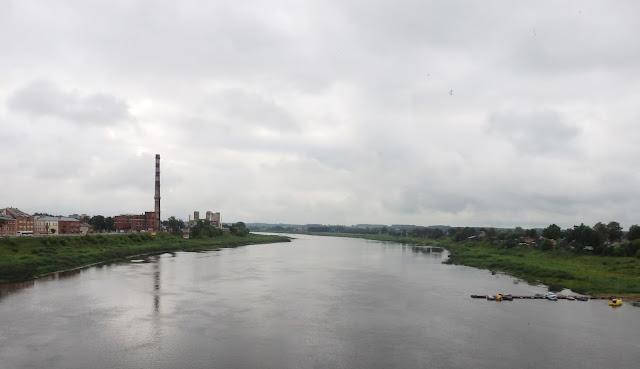 Panorama głównej rzeki Łotwy - Daugavy (Dźwiny), lipiec 2014.