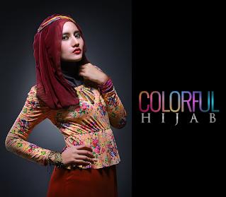 warna lipstik merah dengan perpaduan Colorful hijab