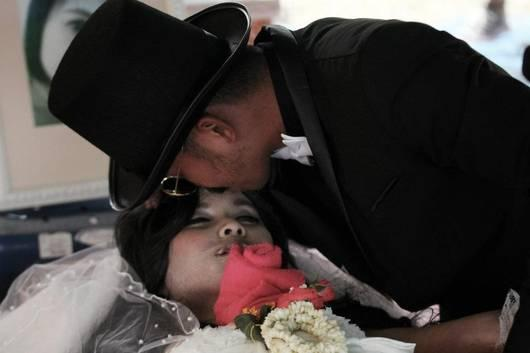 HEARTBREAKING: This Thai Man Married His Dead Girlfriend