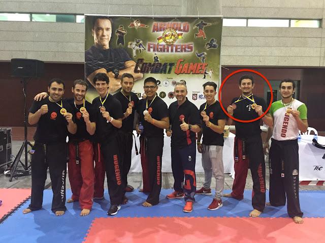 Jon Eguía, con sus medallas, el segundo por la derecha