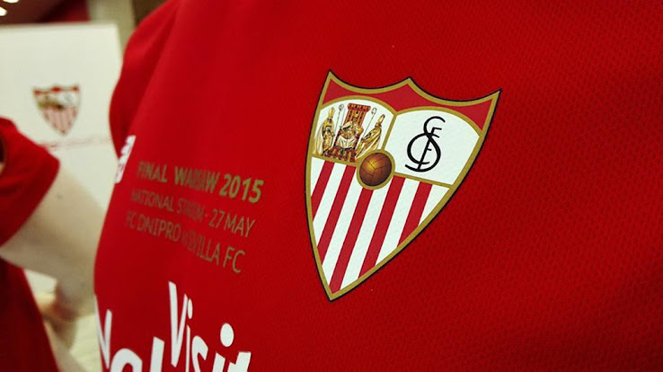 ab765f0cdc3 The upper back of the New Balance Sevilla 2015 Europa League Final Kit  features the Spanish flag.