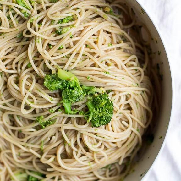 Easy Ginger Garlic Noodles #vegetarian #vegandinner